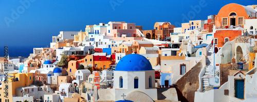 Panorama słynnego greckiego miasta Oia. Wyspa Santorini