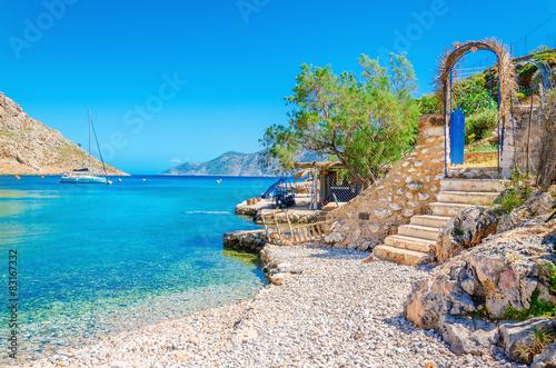 Schody z piaszczystej plaży na wyspie Grecja Kalymnos