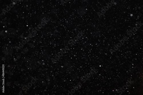 Abstrakcjonistyczna czarna biała śnieżna tekstura na czarnym tle dla narzuty
