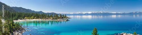 Panorama wysokiej rozdzielczości jeziora Tahoe z widokiem na park stanowy Sand Harbor