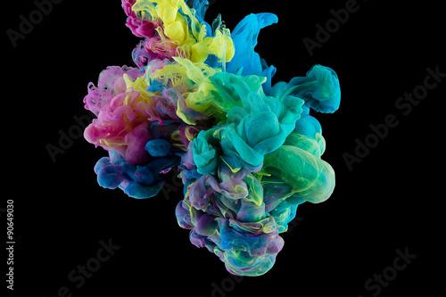 streszczenie kolor farby w wodzie