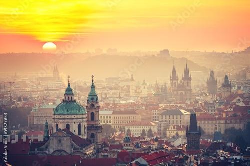 Praga o wschodzie słońca