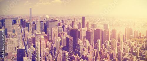 Rocznik tonował Manhattan linię horyzontu przy zmierzchem, NYC, usa.
