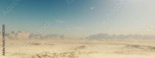 Piaskowaty pustynia krajobraz z niebieskim niebem.