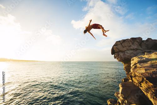 Skakanie z klifu
