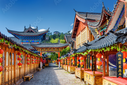 Ulica dekorująca z tradycyjnymi czerwonymi lampionami, Lijiang, Chiny