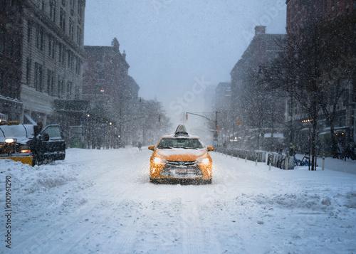 New York City Yellow Taxi Cab w śniegu