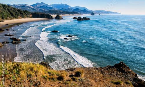 Wspaniały widok na wybrzeże Oregonu, w tym mile piaszczystej plaży