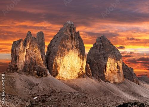 Wieczorny widok Drei Zinnen lub Tre Cime di Lavaredo