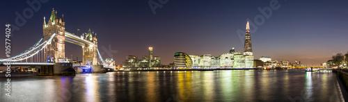 Panorama od Tower Bridge do Shard w Londynie