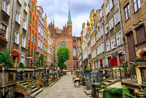 Tradycyjne gotyckie domy na starym mieście w Gdańsku