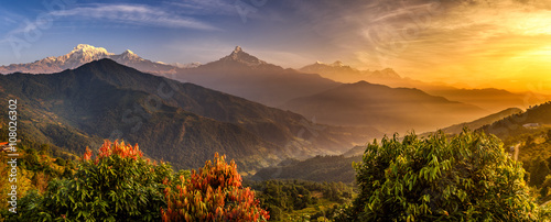 Wschód słońca nad Himalajami