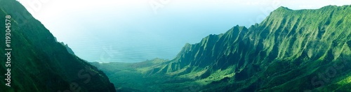 Panorama postrzępione falezy w Kalalau Valley na Na Pali wybrzeżu, Kauai, Hawaje