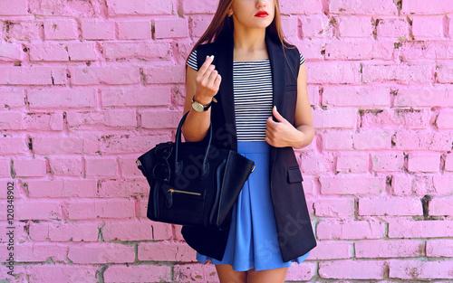 Autumn lifestyle portrait of fashion woman outfit