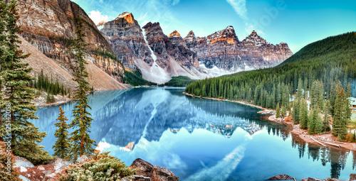 Moreny jeziorna panorama w Banff parku narodowym, Alberta, Kanada