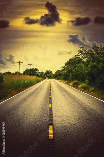 Luizjana autostrada 82 wiejski krajobraz z samochodem i chmurami
