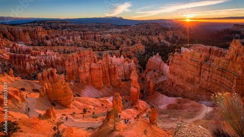 Sceniczny widok oszałamiającego czerwonego piaskowca w Bryce Canyon National P.
