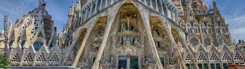 Szczegółowy widok panoramiczny w dolnej części Sagrada Familia w Barcelonie, Hiszpania