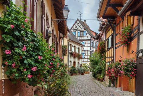Ulica w Eguisheim, Alzacja, Francja