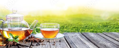 Czas Na Herbatę Z Plantacji Herbaty W Tle