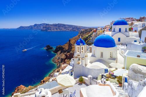 Piękny miasteczko Oia na wyspie Santorini, Grecja