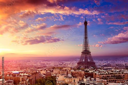 Paryska wieża eifla i linii horyzontu antena Francja