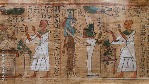 antyczne hieroglify na egipskim papirusie