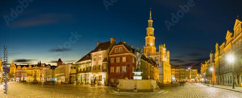 Rynek Główny starego miasta w Poznaniu, Polska, Nocna panorama starego miasta