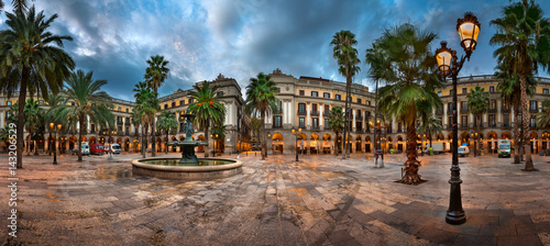 Placa Reial rano, Barcelona, Katalonia, Hiszpania