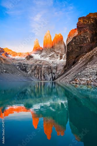 Laguna torres z góruje przy zmierzchem, Torres Del Paine park narodowy, Patagonia, Chile