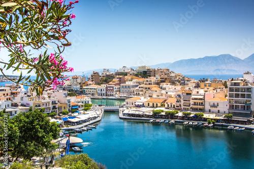 Miasto Agios Nikolaos i jezioro Voulismeni, Kreta, Grecja