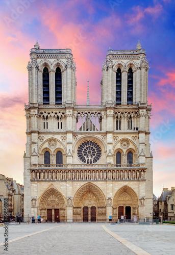 Notre Dame - Paryż o wschodzie słońca
