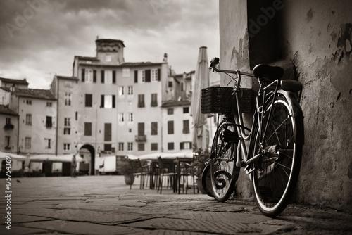 Piazza dell Anfiteatro z rowerem