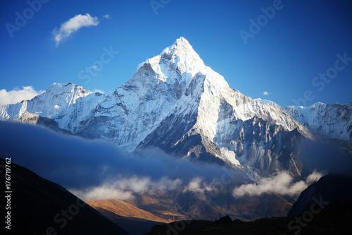 Niesamowita góra Ama dablam.