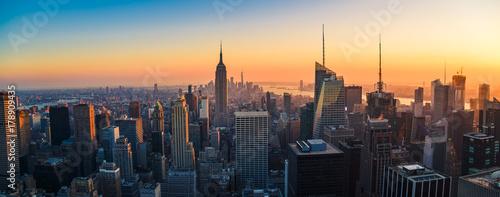 Powietrzny panoramiczny pejzaż widok Manhattan, Miasto Nowy Jork przy zmierzchem