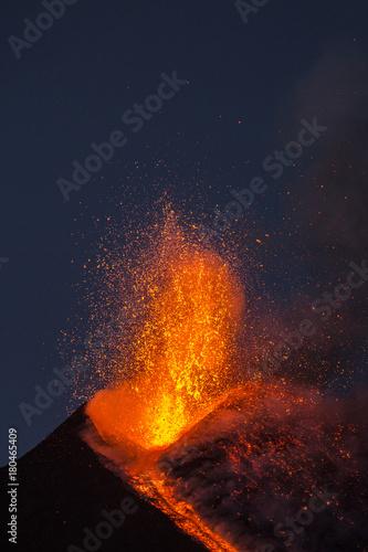 Erupcja wulkanu Etna na Sycylii, Włochy