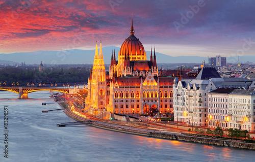 Węgierski parlament, Budapeszt o zachodzie słońca