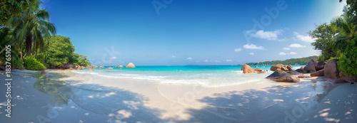 panoramiczny widok Anse Lazio plaża praslin wyspa Seszele
