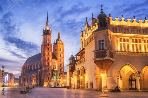 Sukiennice i Kościół Mariacki na Rynku Głównym w Krakowie