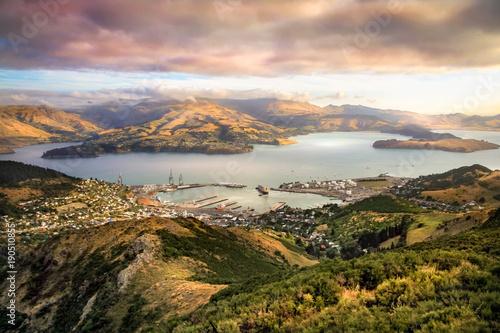 Lyttelton schronienie i Christchurch przy zmierzchem, Nowa Zelandia
