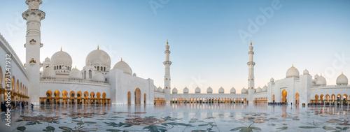 Abu Zabi, Zjednoczone Emiraty Arabskie, 4 stycznia 2018 r., Wielki Meczet Szejka Zayeda w Abu Zabi, Zjednoczone Emiraty Arabskie