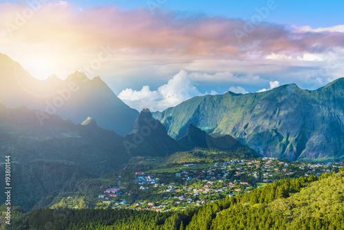 Miasto Cilaos w Cirque de Cilaos na wyspie La Reunion