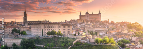 Panoramiczny widok z lotu ptaka starożytnego miasta Toledo