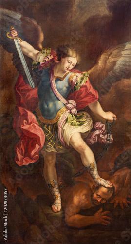 ZARAGOZA, HISZPANIA - 2 MARCA 2018: Obraz Michała Archanioła w kościele Podwyższenia Krzyża Świętego przez Manuela Eraso (po Guido Reni w Rzymie) z 18. centu.