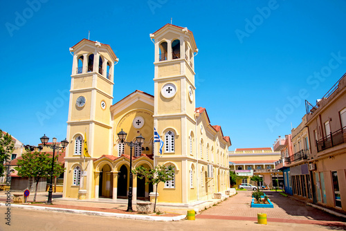 """Piękny majestatyczny żółty kościół Padokratoras (""""kościół z guzikami"""") w Lixouri, Kefalonia, Grecja. Oszałamiające niesamowite urocze miejsca. znane miasta turystyczne."""