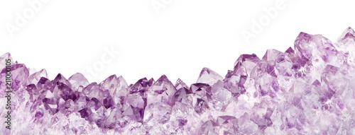 odosobniony liliowy ametystowy długi pasek z kryształu