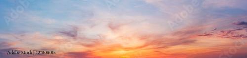 Kolorowy zmierzchu zmierzchu niebo