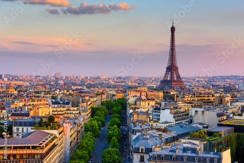 Panoramę Paryża z Wieży Eiffla w Paryżu, Francja. Panoramiczny zachód słońca w Paryżu
