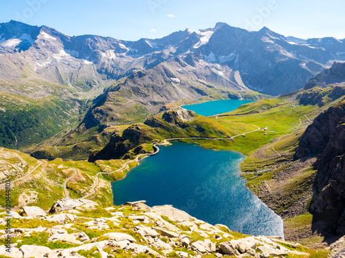 Wspaniały widok na jeziora Gran Paradiso Park, Piemont, widziany z Col del Nivolet