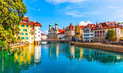 Architektura starego miasta w Lucernie w Szwajcarii